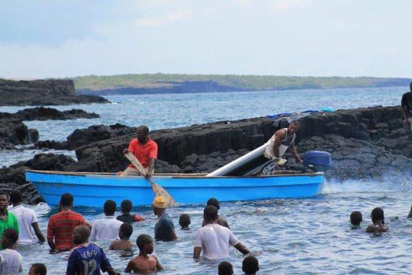 Comores crash avion en mer , pas de mort !